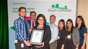 Michael Kurz (UHN), Robert Hollis (EVP of PRESTO), Lisa Vanlint (UHN) Kyle Leetham, Ulrica Ho, Aneesah Luqman & Ania Ksiazek of Smart Commute Toronto-Central celebrate UHN's win as SmartCommute Employer of the Year.