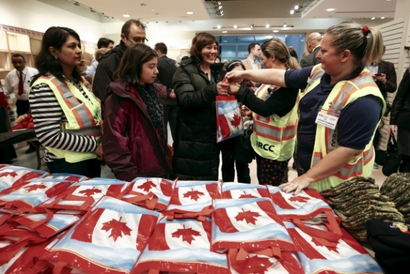 Canadians welcome Syrian refugees, image credit: cbc.ca