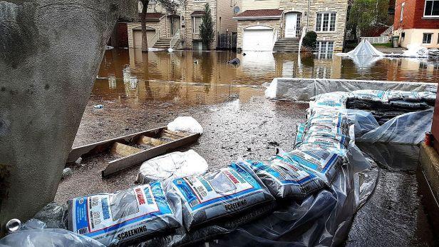 2017_Quebec_Floods_-_Montreal_(34160408200)